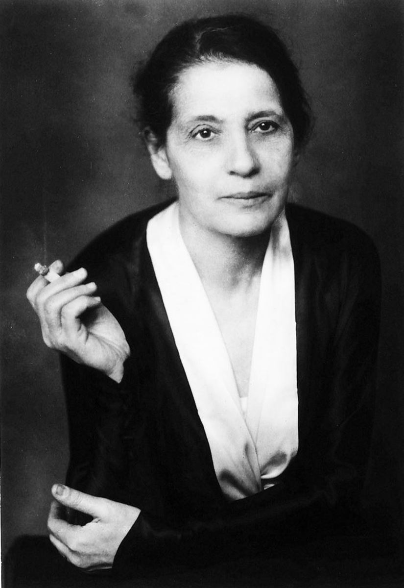 Don't judge Lise Meitner for smoking. Lots of geniuses use stimulants to fuel their giant and active brains. Besides, when you get short shrift because of gender or anti-semetic or any stupid/unfair bias, you have to cope with that BS somehow.