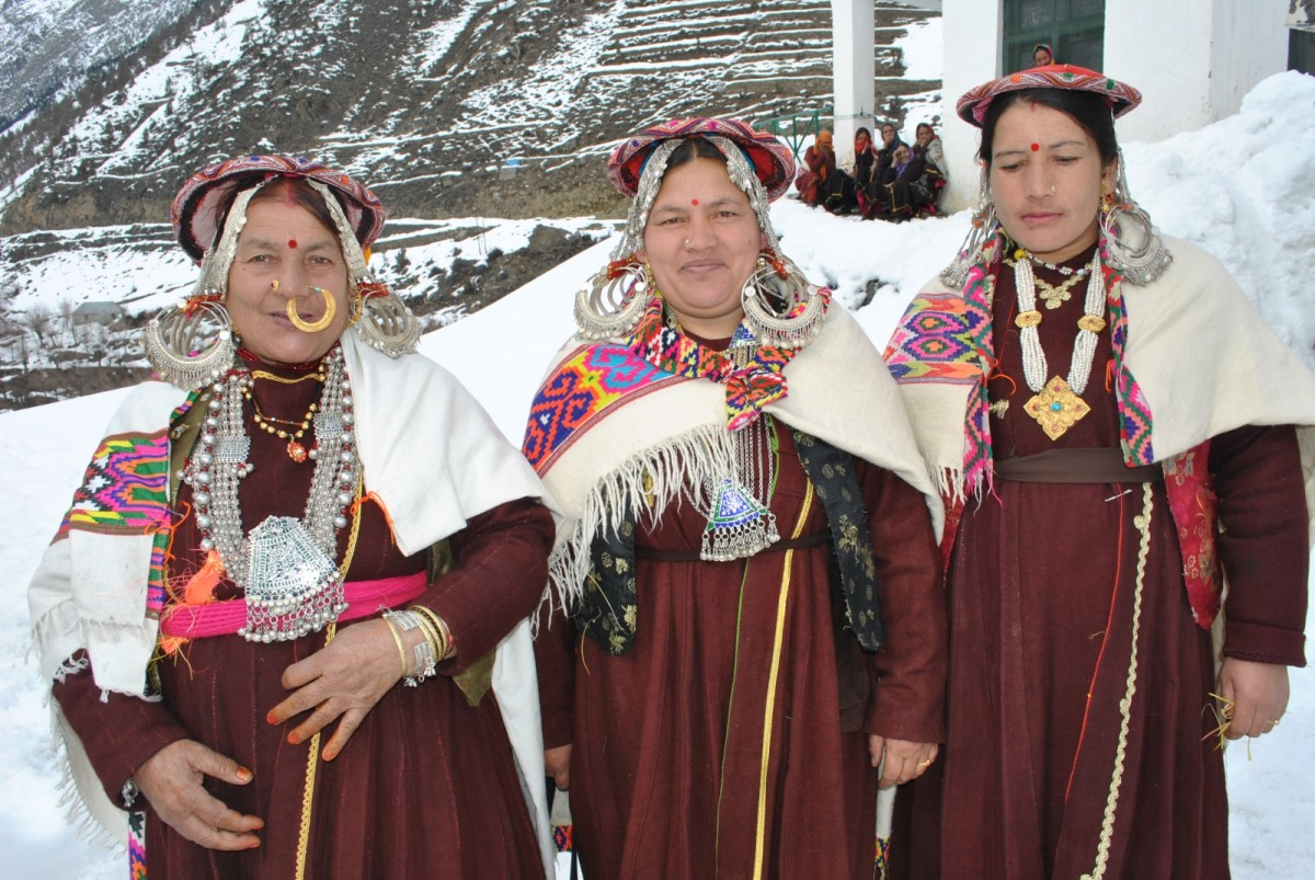 Women in Traditional Jewelries and dress.