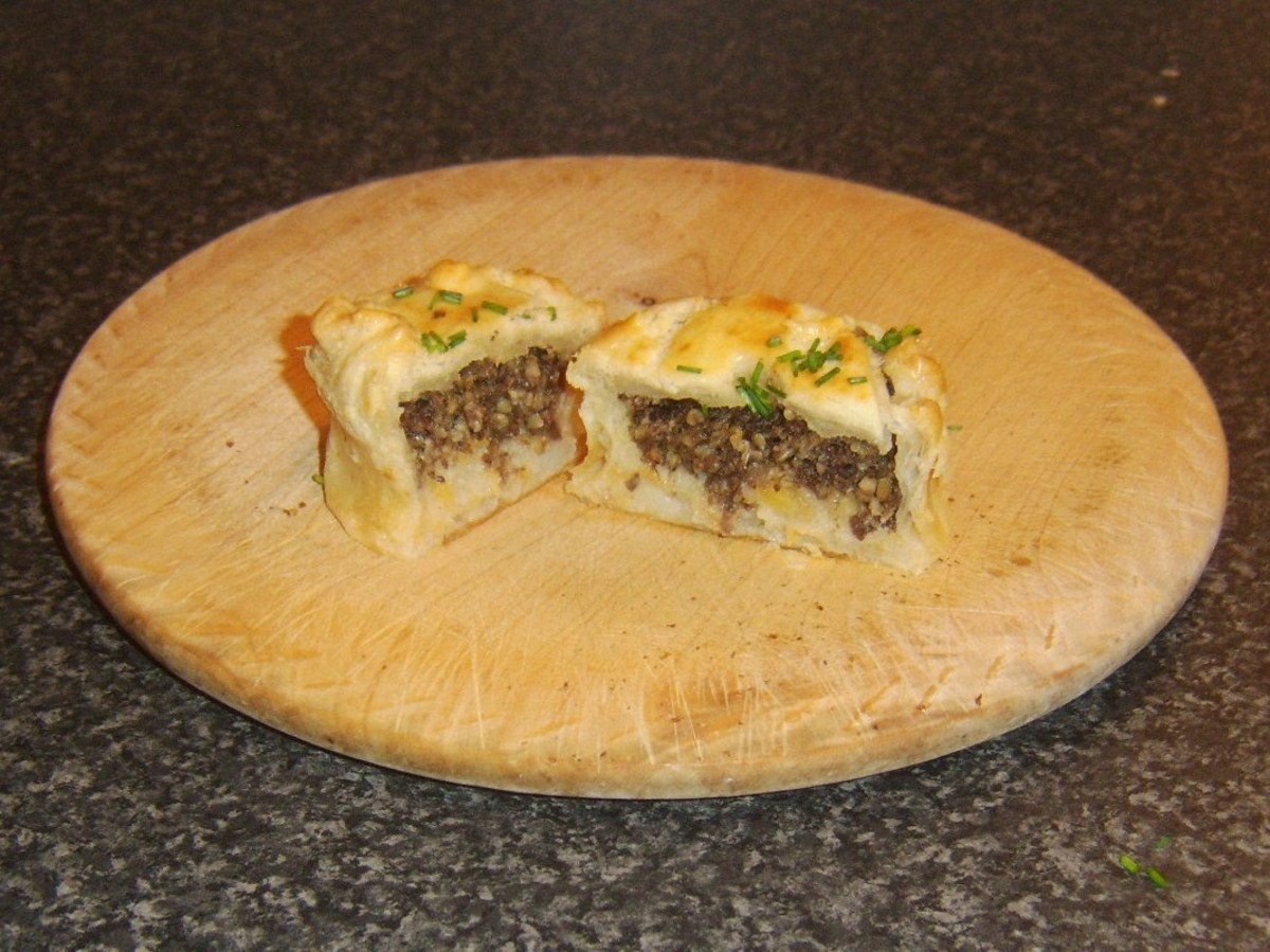 Mini haggis and clapshot puff pastry pie