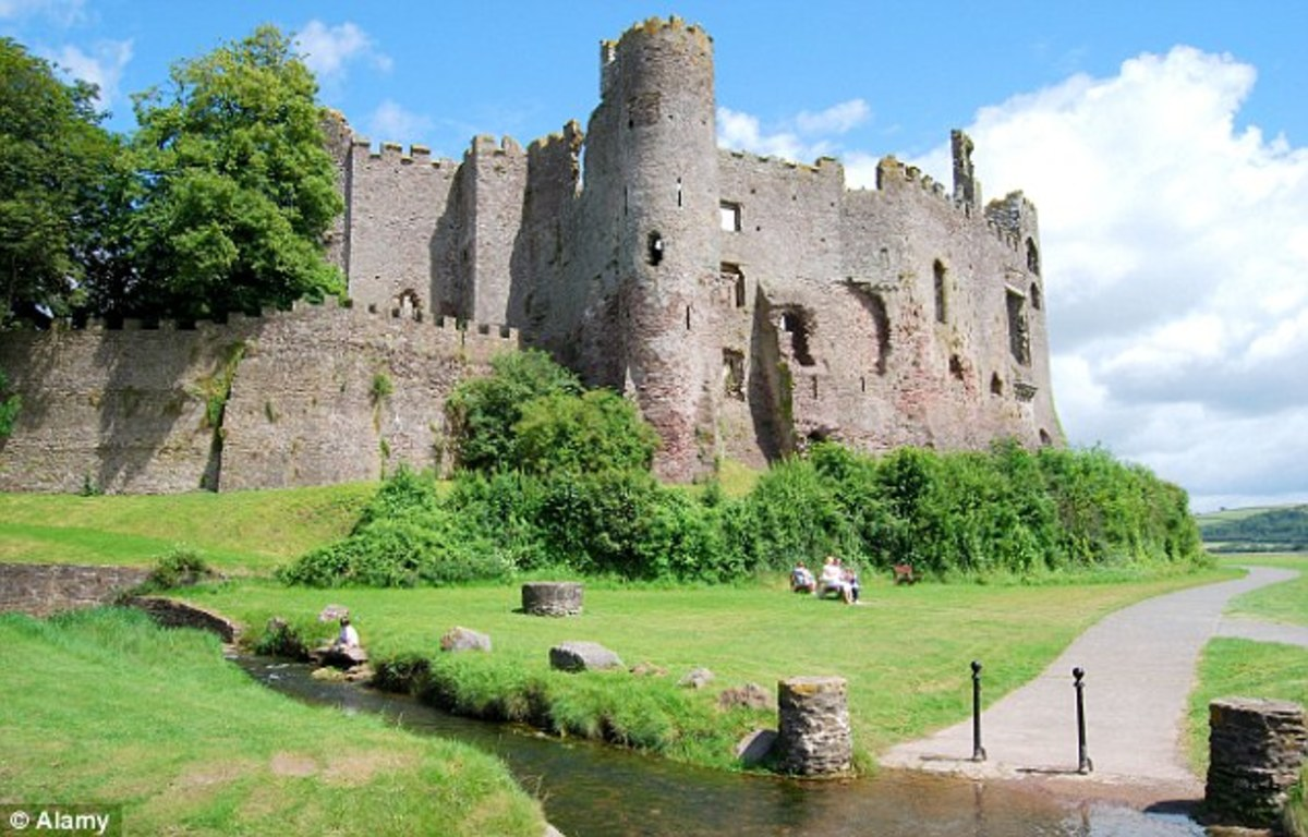 Laugharne Castle in Wales.  12th century.  Historic sight to see along the Celtic Trail in southern Wales.  Laugharne is also the hometown of Welsh poet, Dylan Thomas. i