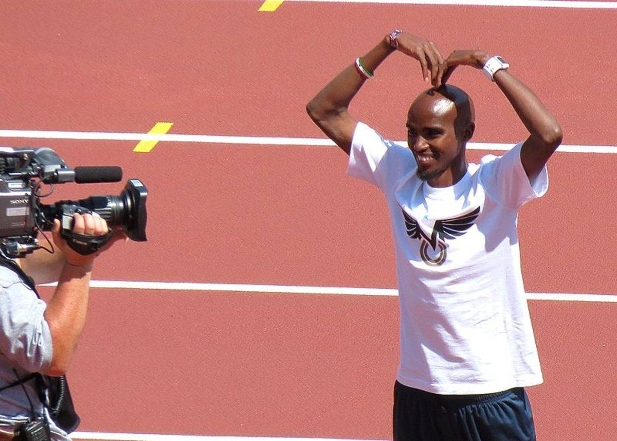 "Mo Farah doing his ""Mobot"" signature pose at the London Anniversary Games, July 2013."