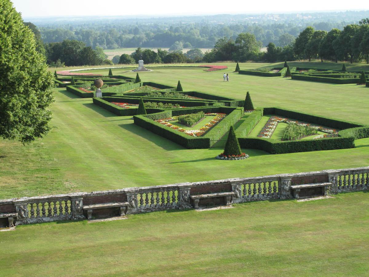 cliveden garden