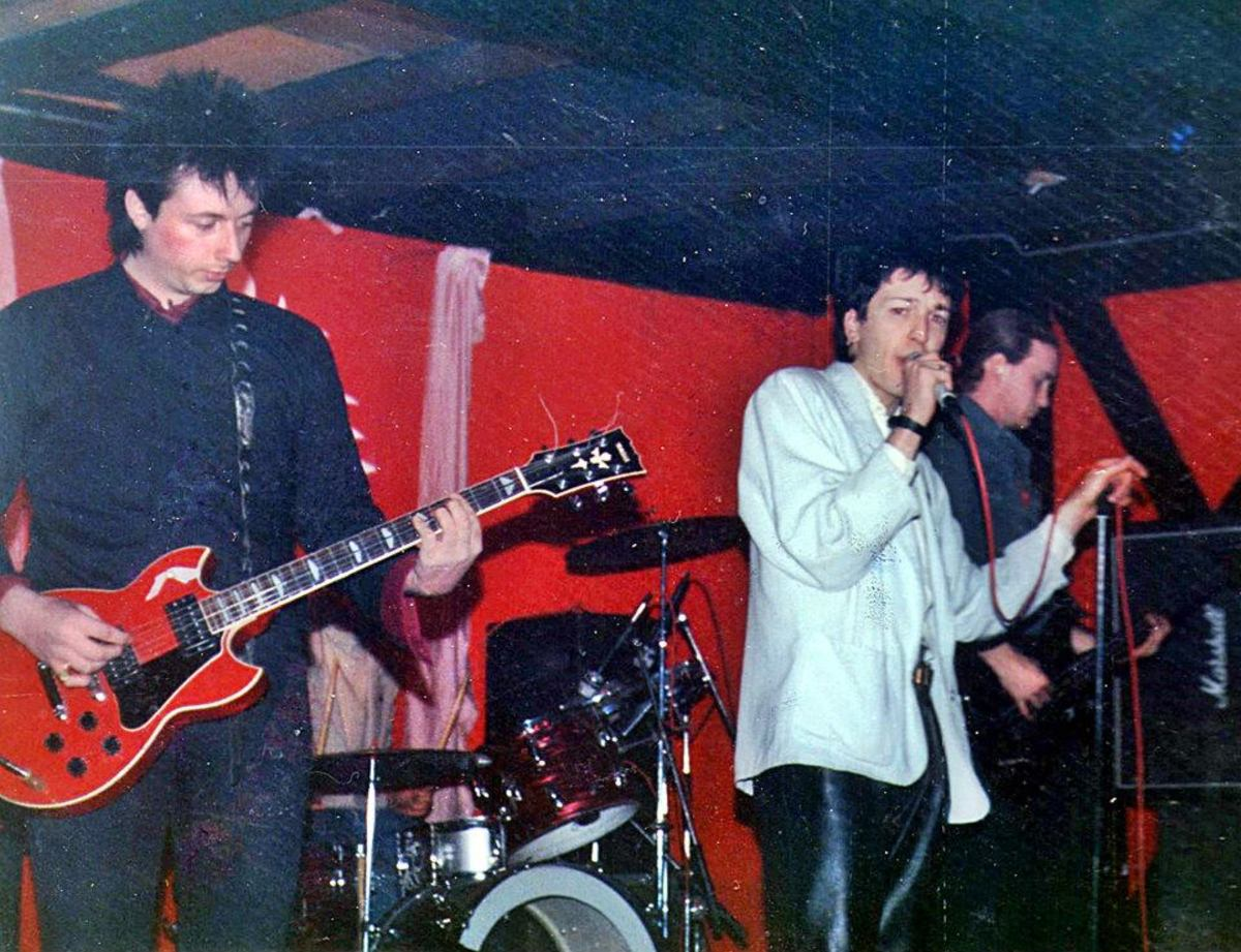 Sunday Trip at The Tache, 1987 - John (Elvis) Downing on lead vocals, David (Crabby) Crabtree (on the left) and Roger Wikeley