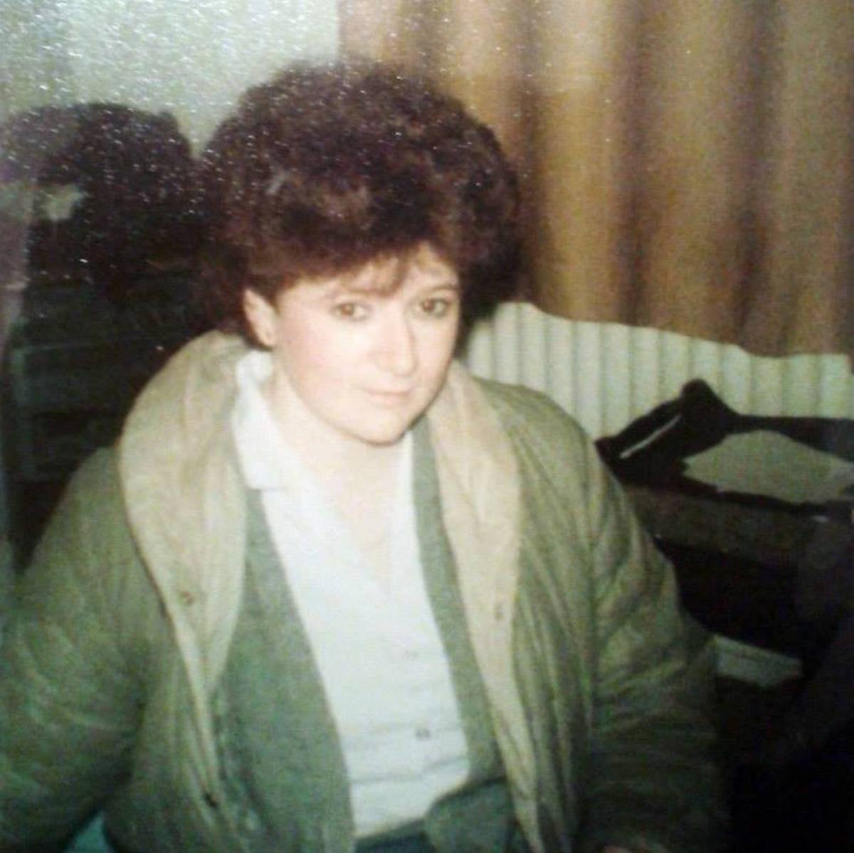 My friend Michelle Handy, pictured at my house (early '80s). She had masses of curly auburn hair. She hasn't actually changed much to this day. We caught up again on Facebook.