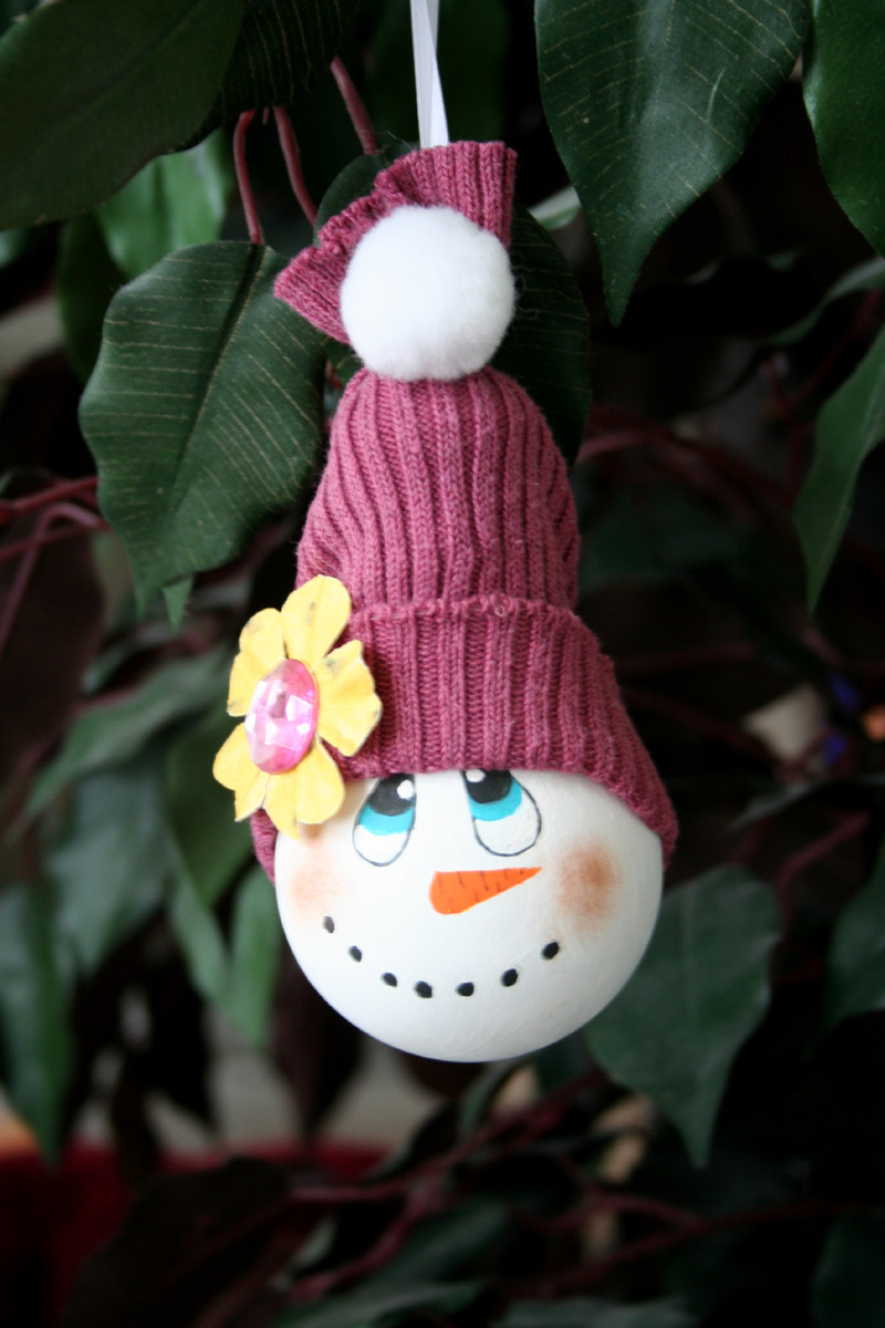 How to make a snowman ornament from a recycled light bulb