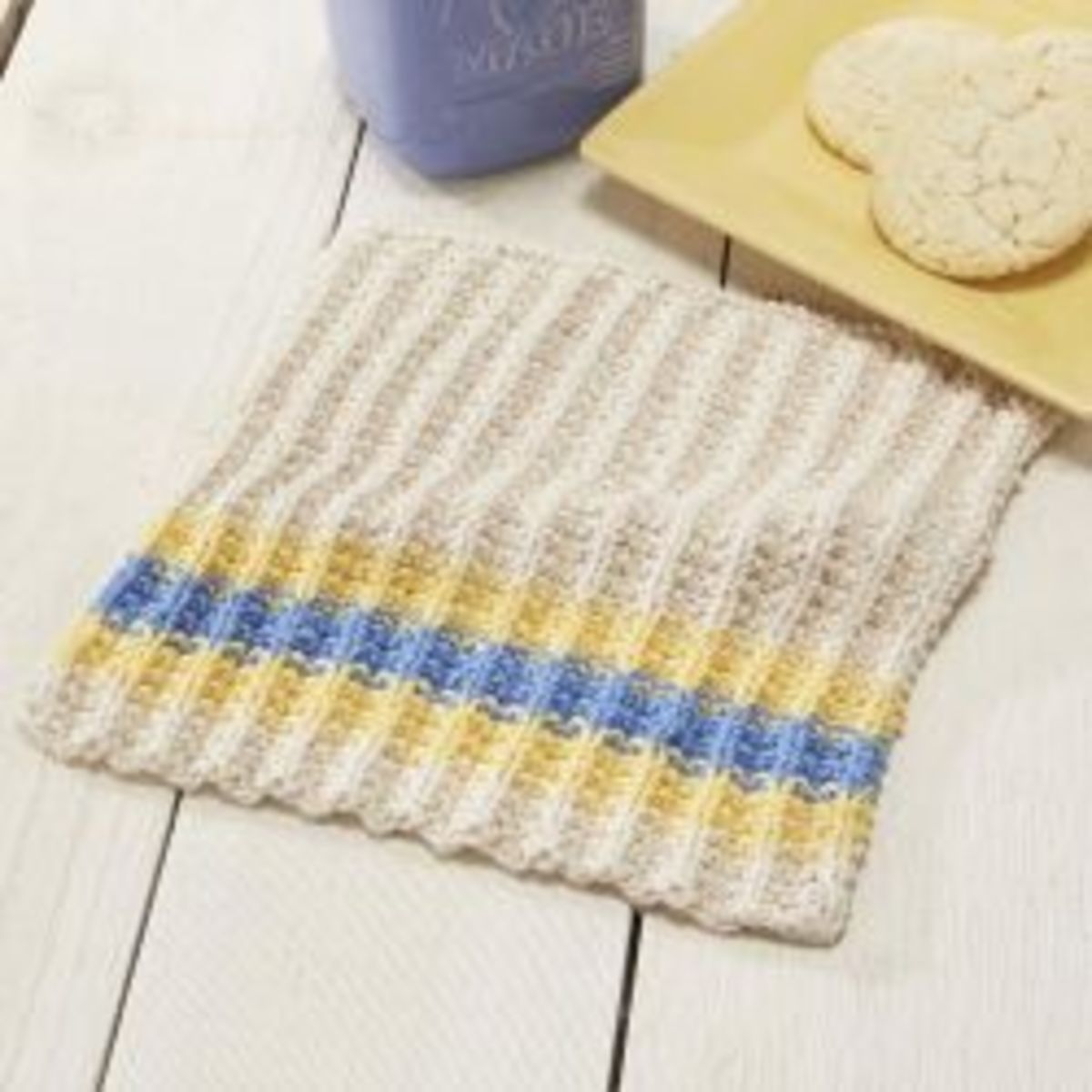 Free Pattern using a color-work Textured Pattern http://www.knittingpatternsgalore.com/french-country-dishcloth-13874.html