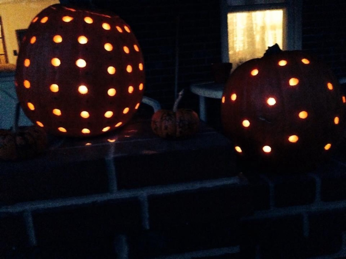 How beautiful they look at night! DIY Easy Pumpkin Decorating Ideas