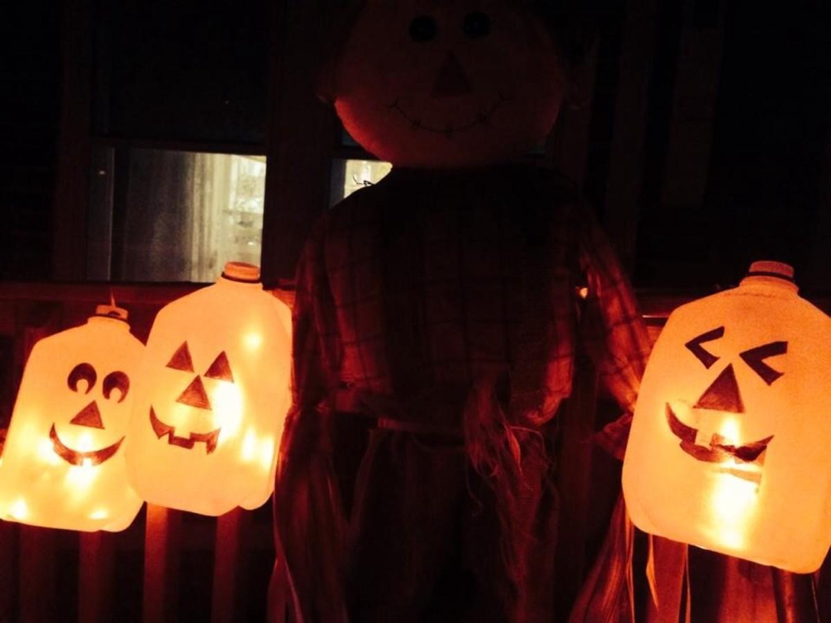DIY Easy Pumpkin Decorating Ideas Milk Jug Light-Up Pumpkins