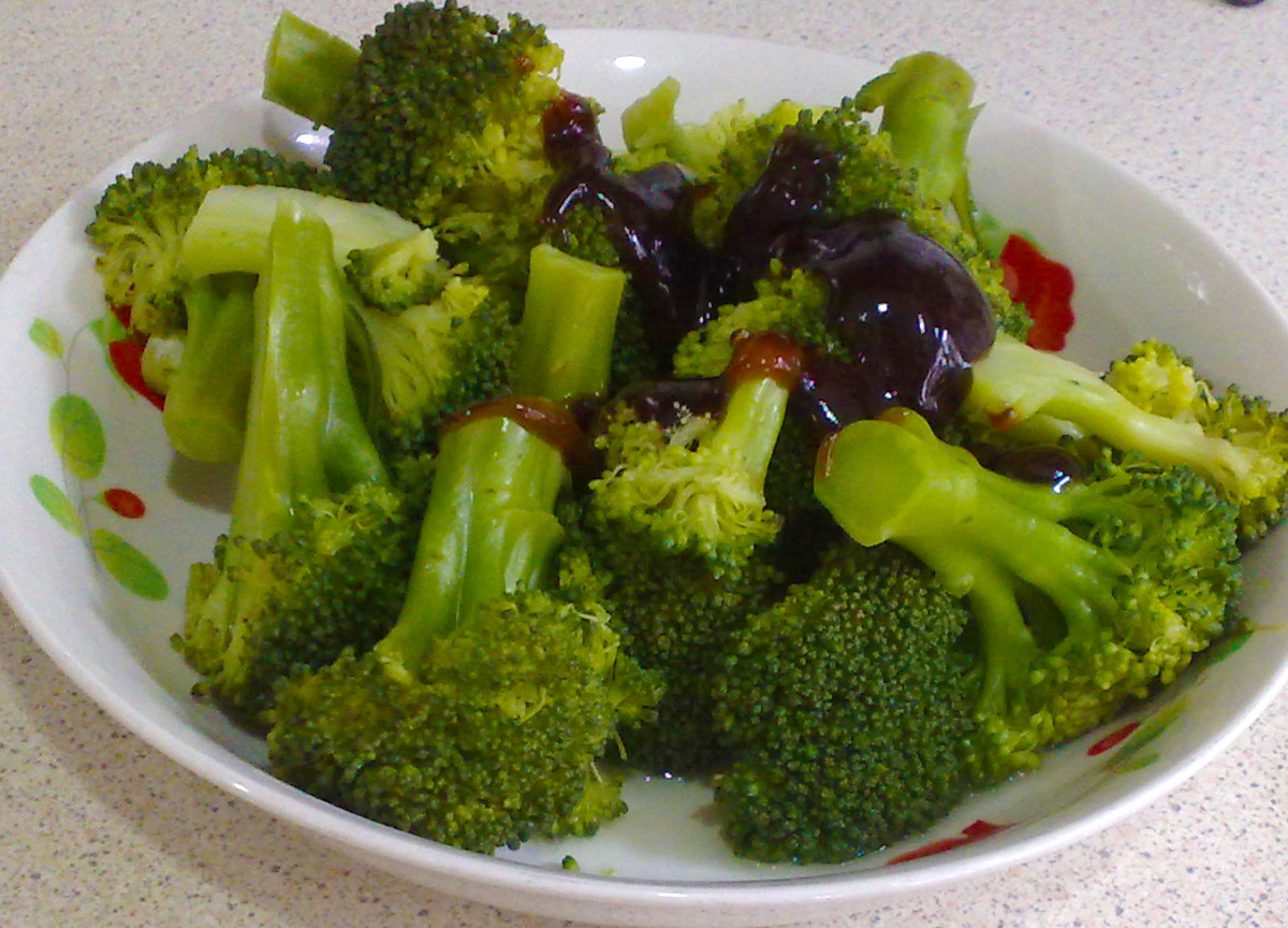 Steamed vegetables go well with any sauce. Oyster sauce is delicious and is one of the most commonly used sauce for the many steamed vegetable recipes.