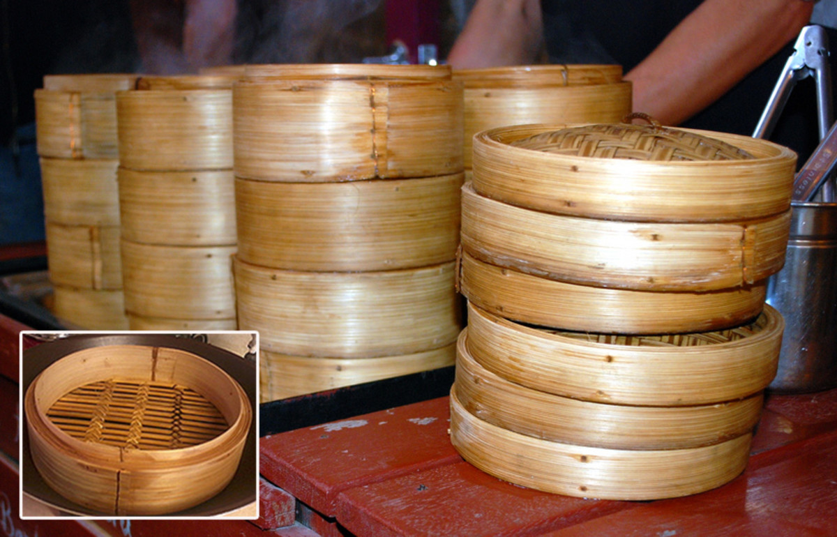 Chinese bamboo steamers, inset shows detals of the steamer's base (photo - Donna Benjamin; inset -author)