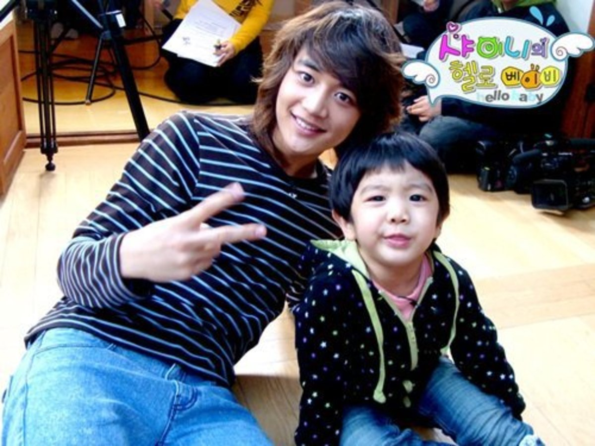 10 Korean Celebrities Great with Kids