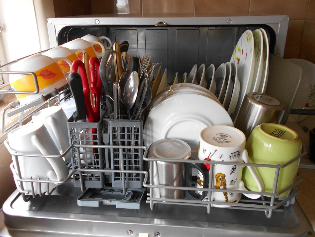 Benchtop Dishwasher For A Small Household Or Apartment