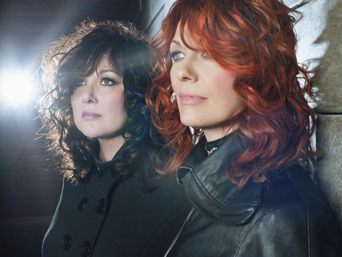 (Left to Right) Ann and Nancy Wilson of Heart.