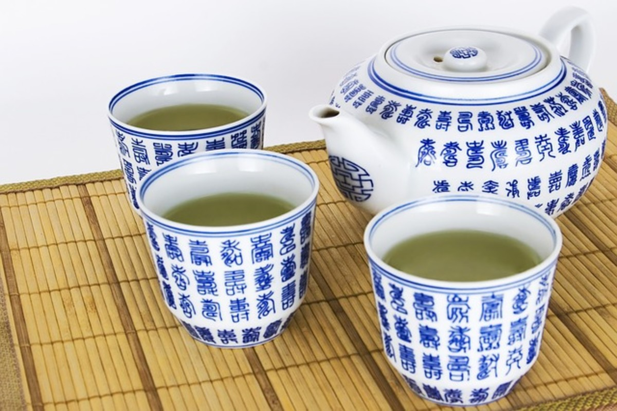 Green Tea's powerful antioxidant properties can help with many health issues... weight loss, detoxing, and reducing bloating. And there are many more benefits we've only just recently come to realize.