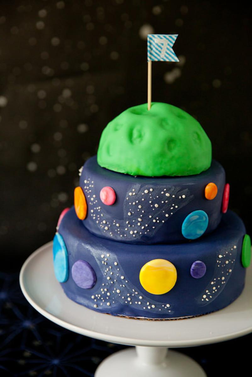 3 Teir planet Cake