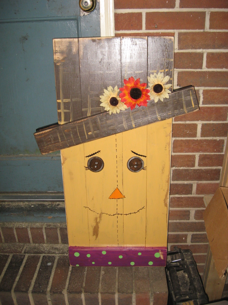 Learn how to make your own fall decor, including this reversible wooden scarecrow/snowman!
