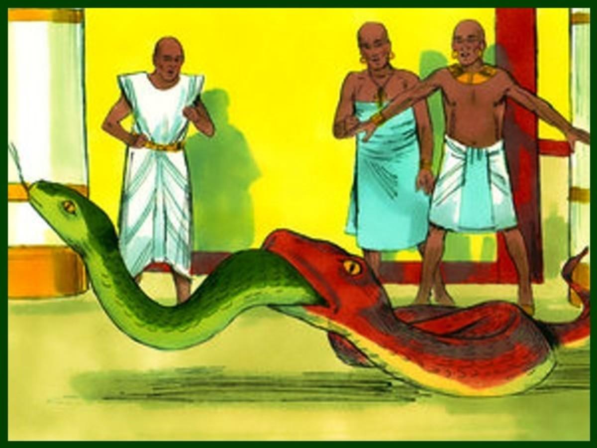 Moses snake eats the snake of Pharaoh's Magicians
