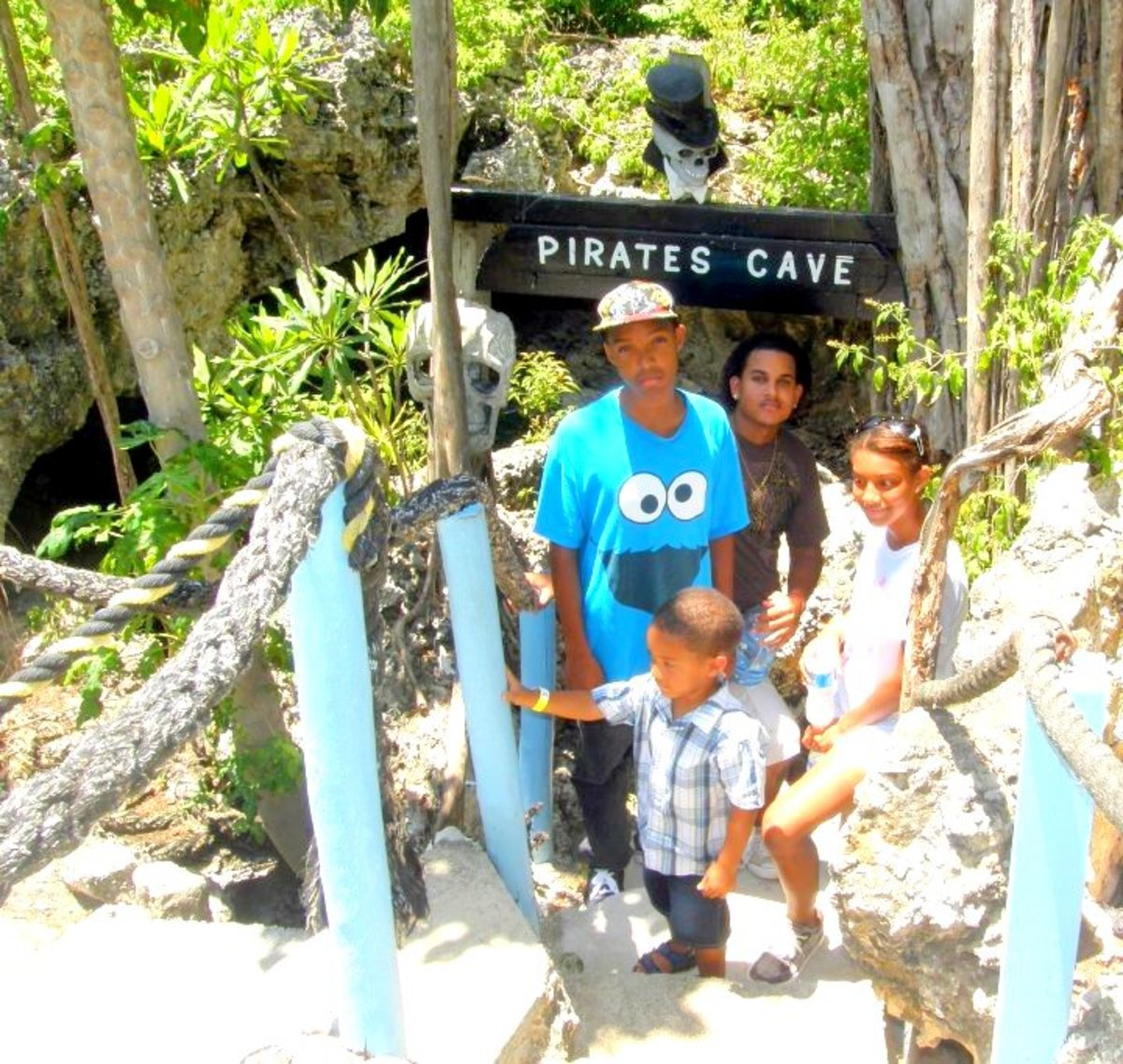 My kids, other family members and I embarked on a tour of the Pirates' Caves.