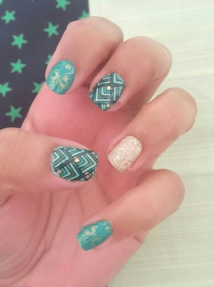 Green Stamping Nail Art with Moyou Fashionista Plate