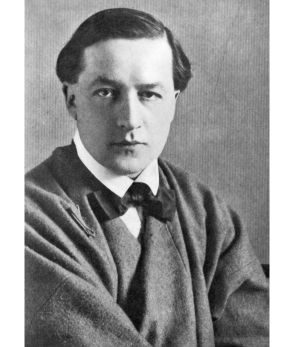 Here we show a vintage photograph of Edmund Dulac.