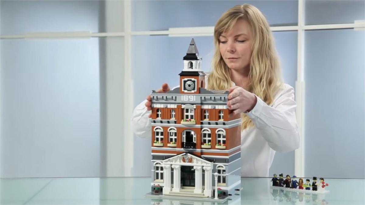 LEGO Modular Buildings: Town Hall   LEGO Creator Town Hall Modular Building