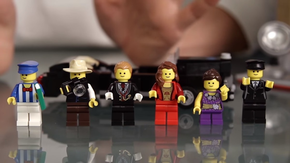 LEGO Creator Palace Cinema Modular Building   This set comes with 6 mini figures
