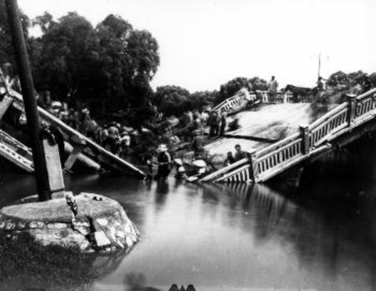 The Chengli Bridge in Tangshan crumpled during the earthquake