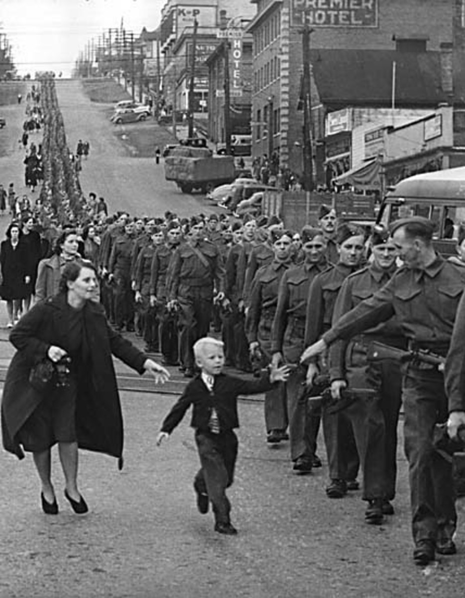 """""""Wait for me daddy"""":British Columbia Regiment, DCO, marching in New Westminster, 1940"""