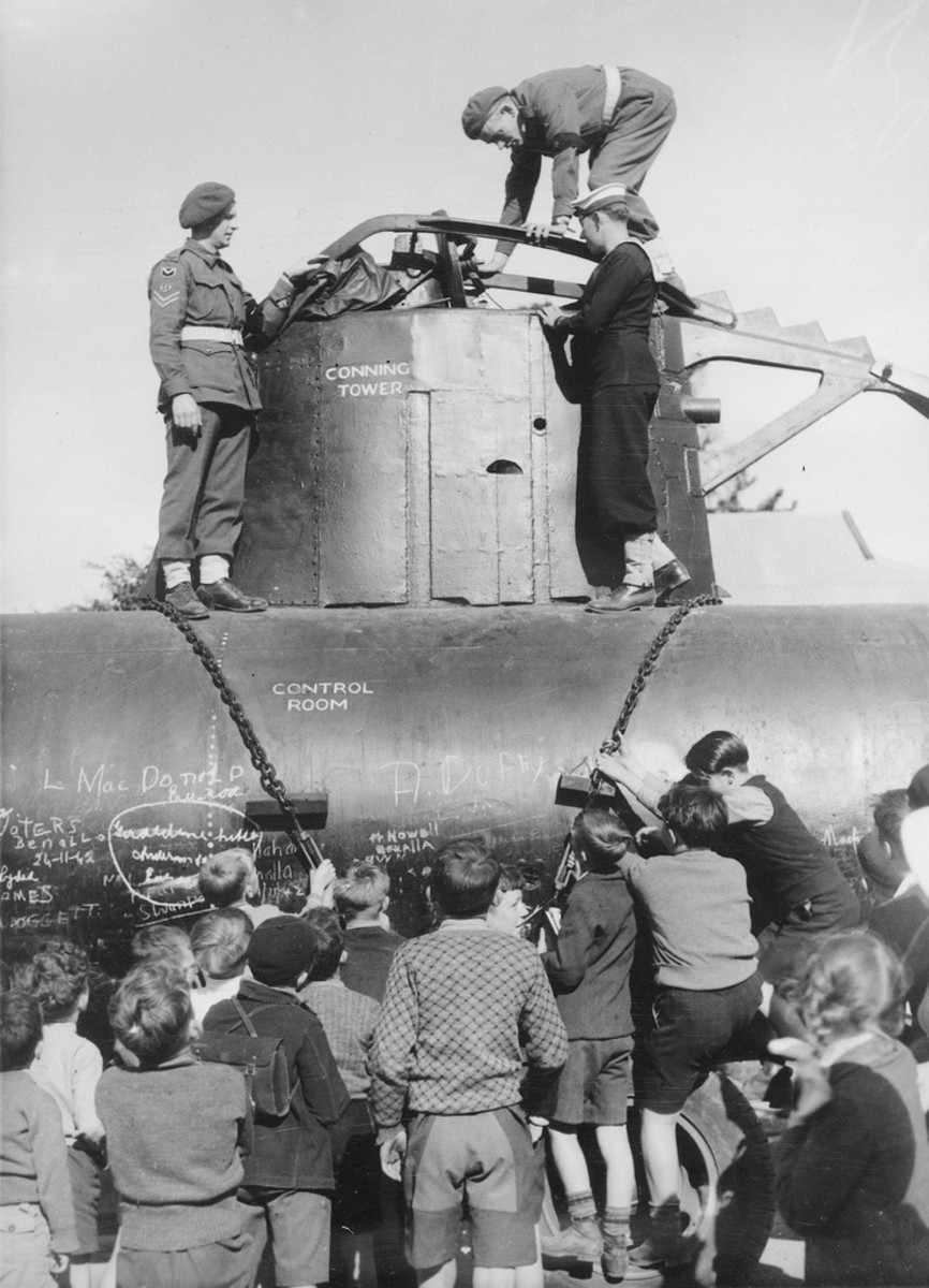School children and service personnel inspect the mid-section of a Japanese midget submarine on Sydney harbour on 31 May 1942.