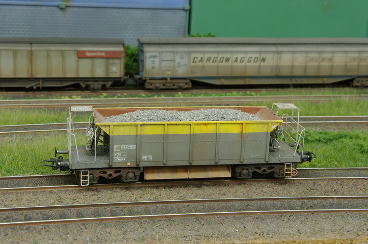 A well detailed post-privatisation Departmental Seacow ballast hopper is shown off in this view, with a pair of private owner bogie wagons in the background