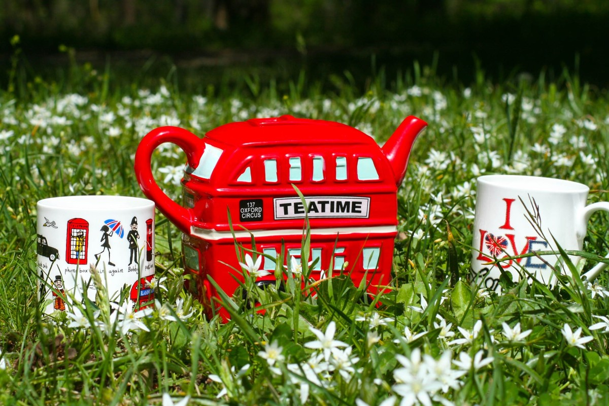 London themed teapot and cups