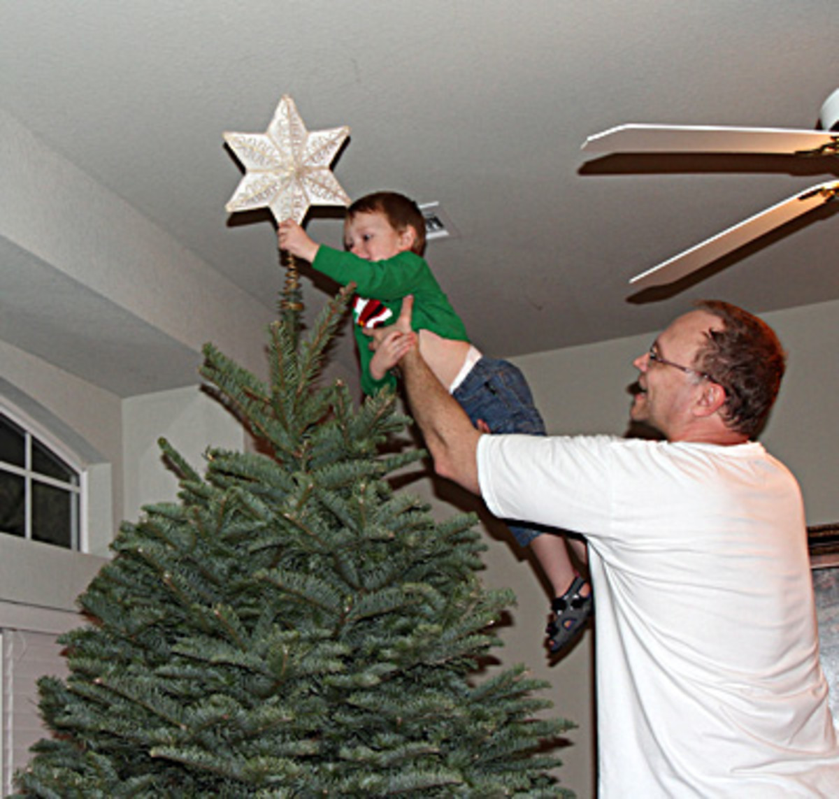 meaning-of-the-star-on-the-christmas-tree