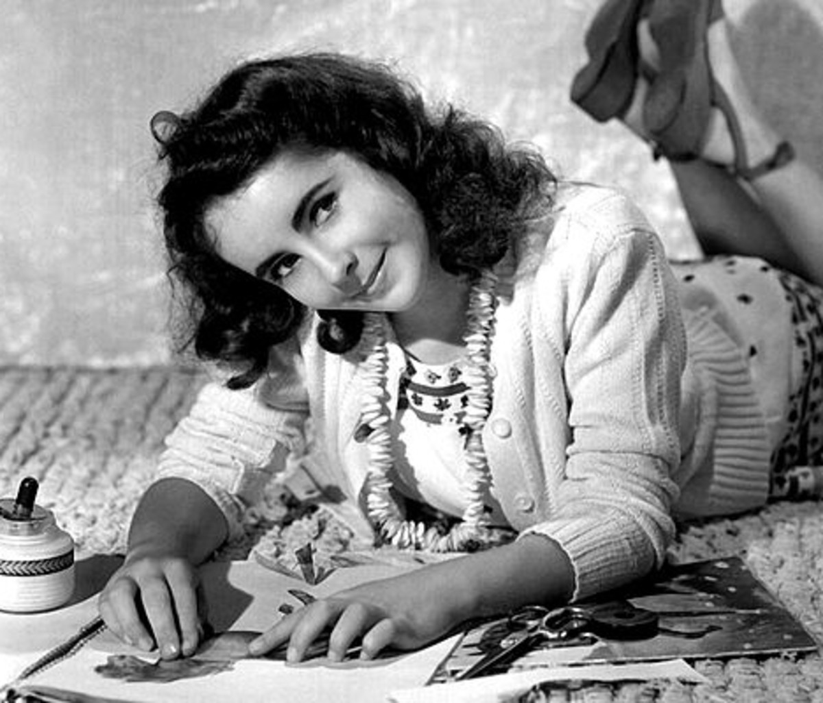 1942 Studio Publicity Shot of Elizabeth Taylor