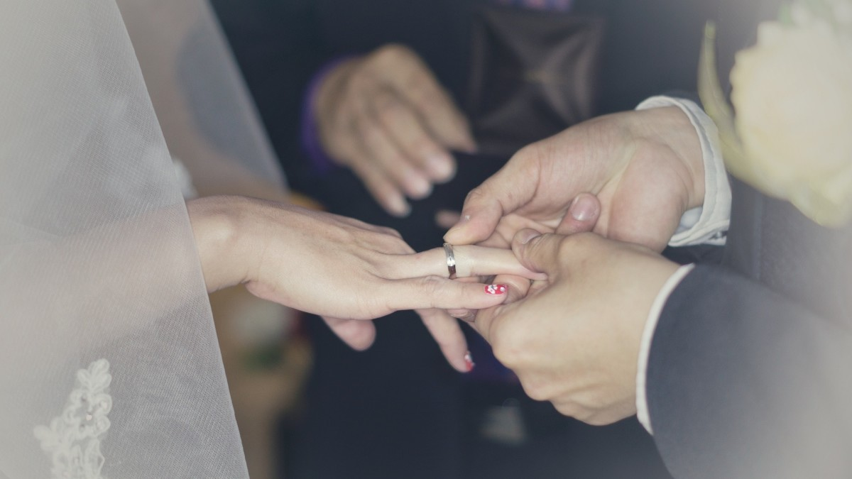 The wedding ring is a symbol of eternal love.