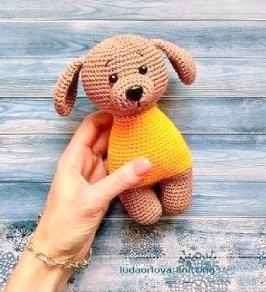 free-crochet-pattern-dog-in-sweater-amigurumi-doll