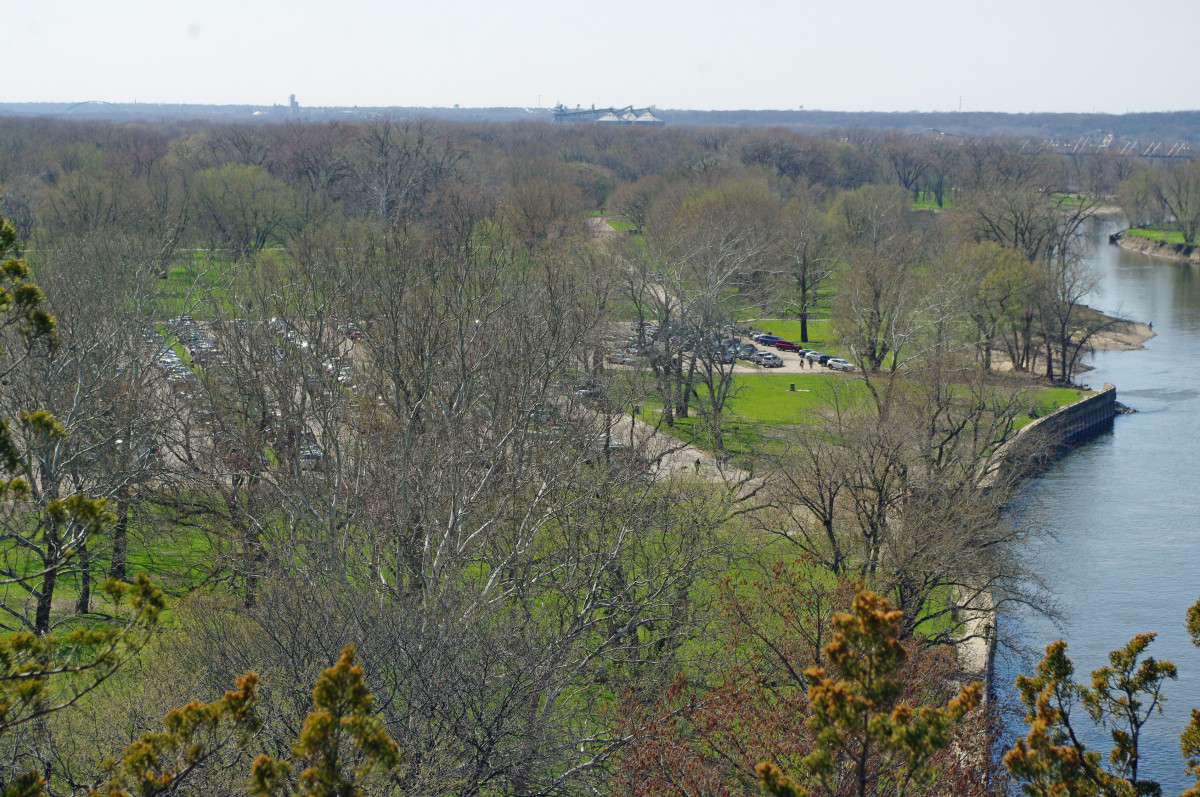 Looking southwest from Starved Rock
