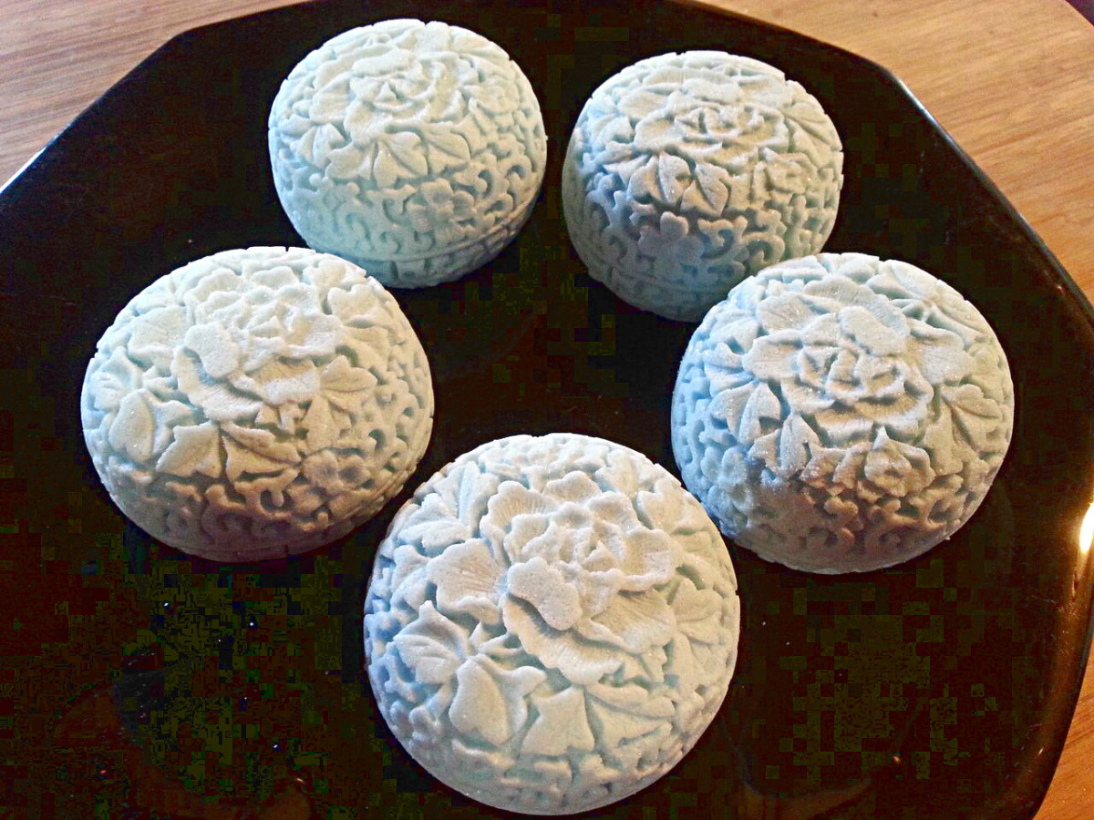 Bath bombs made using 10 drops of the Teal LaBomb colorant