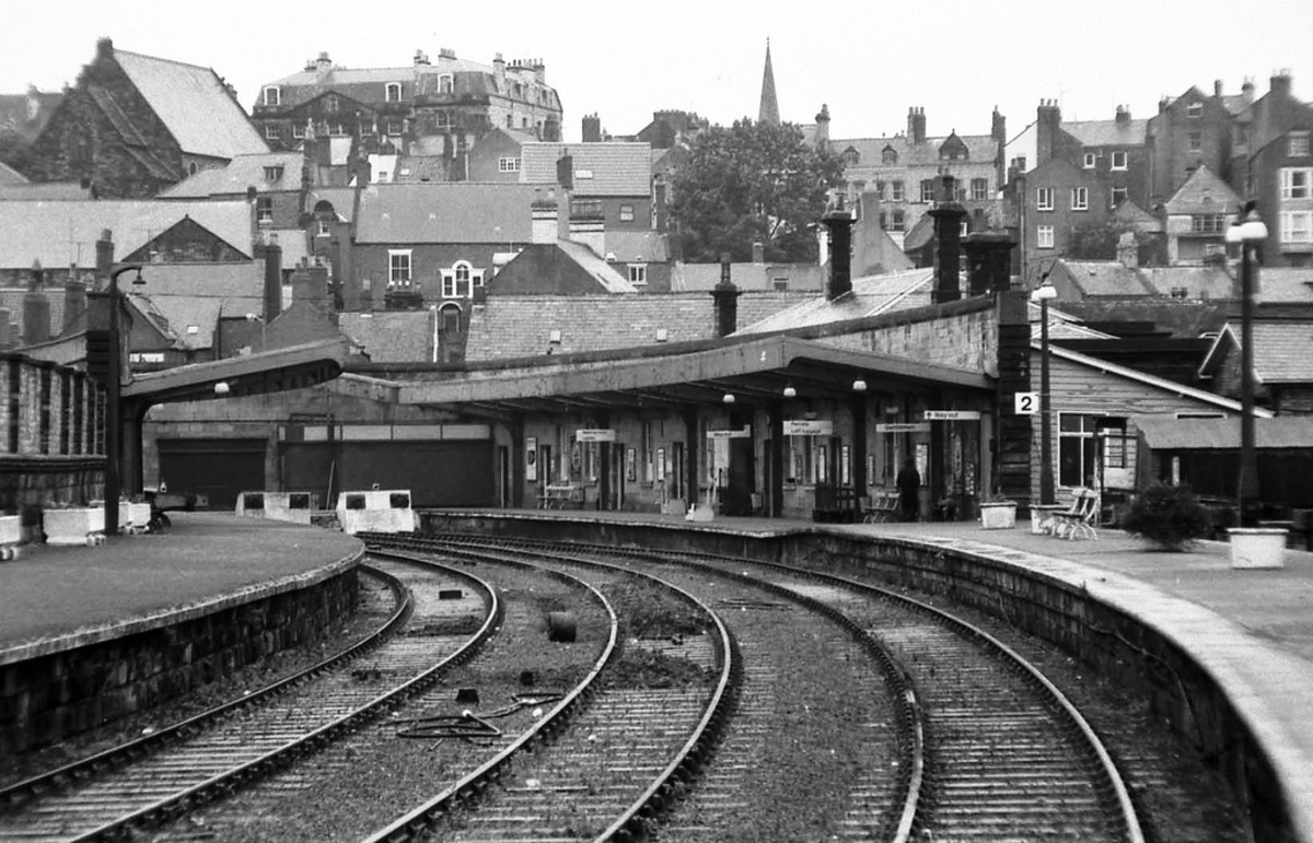 Whitby Town station lost its overall roof in the early 1950s - it looked similar to the one at Pickering,  both designed by George Hudson's friend and architect George Townsend Andrews