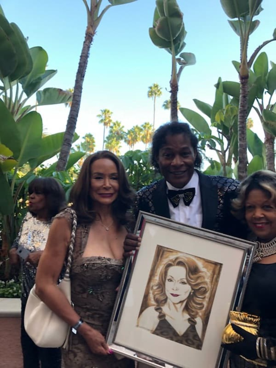 Dr. Ron presents the incomparable, Freda Payne, with a drawing he did for her at the HAL Awards in 2018.