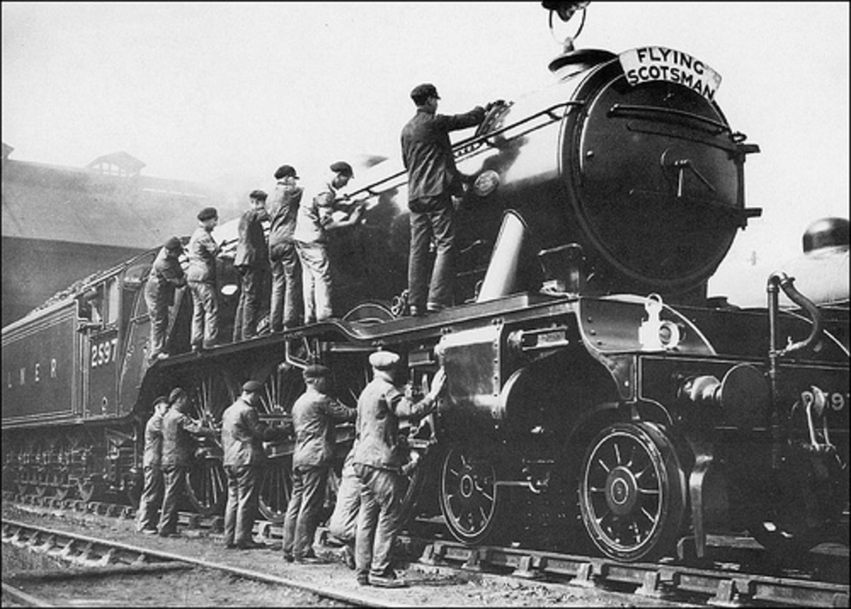 Many hands make... cleaning quicker. Class A1 No. 2597 in the 1930s at Top Shed, King's Cross locomotive depot. Originally GNR, this became the LNER's and then British Railways Eastern Region 'senior' locomotive depot