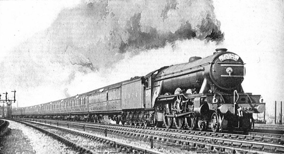 Gresley's Class A1 2547 'Doncaster' takes the 'Flying Scotsman' train (10.00 from both Edinburgh and King's Cross simultaneously). Many of the class wee rebuilt in the 1930s to Class A3.