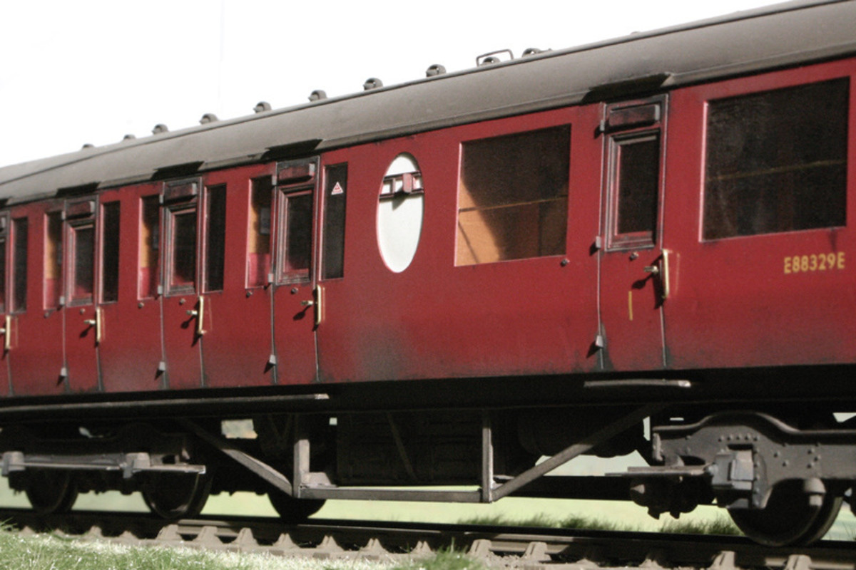 In British Railways plain crimson livery, Lavatory Composite Diagram 338 shows the central opaque oval toilet window with ventilation slider. The three 1st class compartments were at the near end (right)