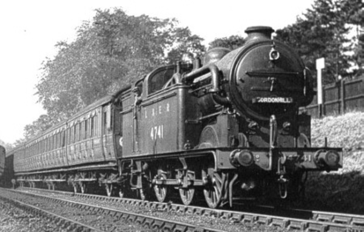 Ex-GNR Class N2 0-6-2 tank locomotive with condensing pipes passes with Gresley articulated suburban non-corridor stock. The pipes re-fed steam through the boiler and ensured no smoke was emitted in the tunnels between King's Cross and Moorgate