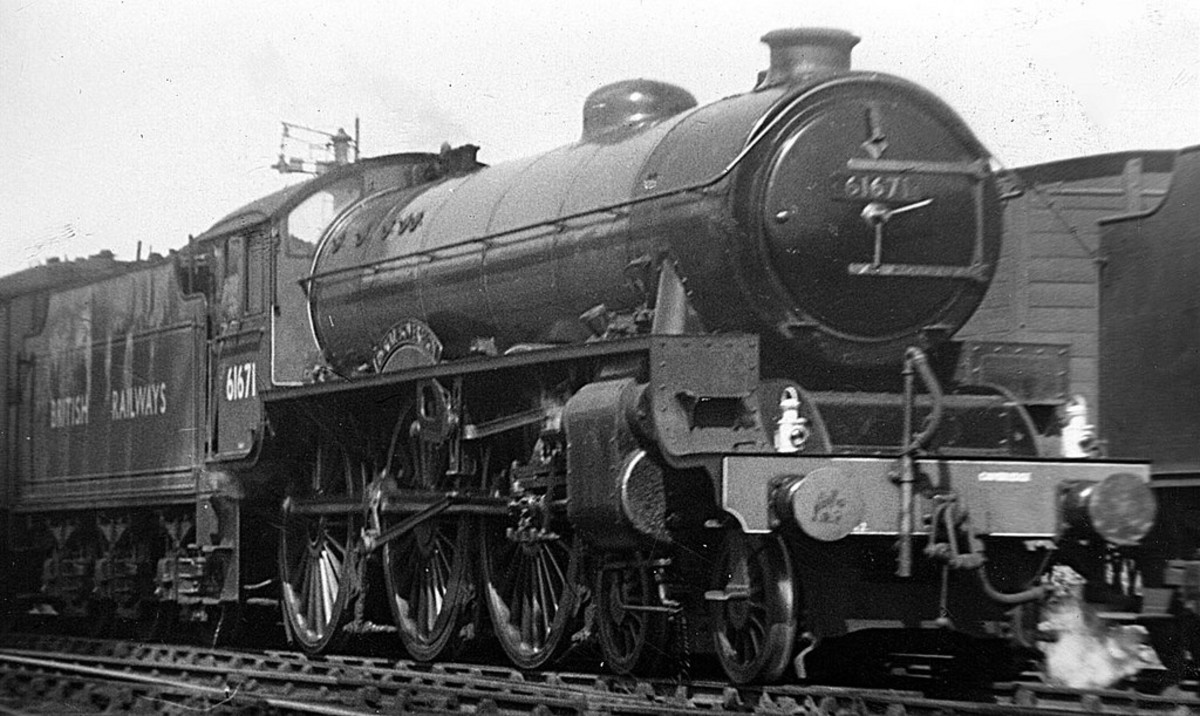 Class B2 was a rebuild of Gresley's B17 'Manchester City' and re-named April, 1946 to 'Royal Sovereign' for George VI's train to take the family to Sandringham