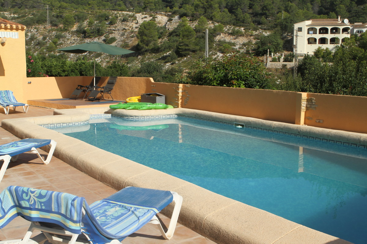 Of course it comes with the obligatory Pool and extensive views