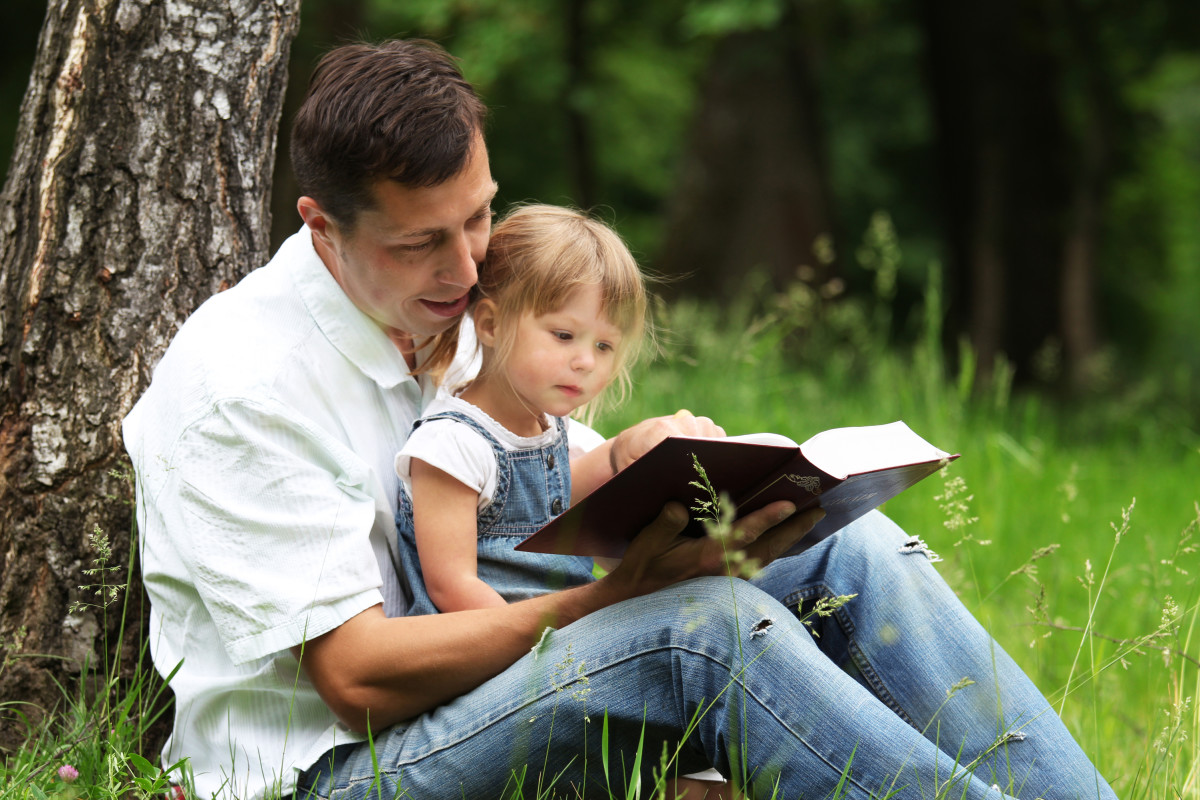 Reading Bible with one's children and family