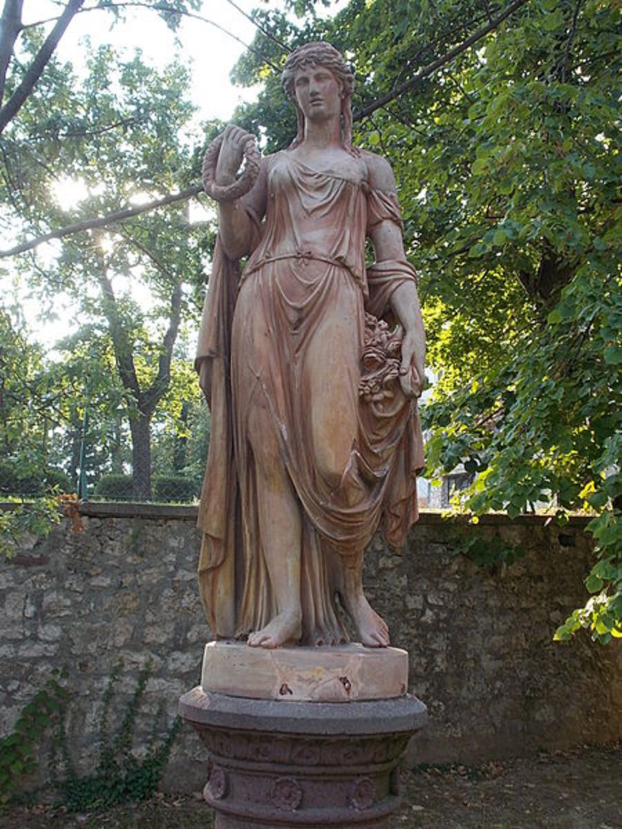 Statue od Godess Flora