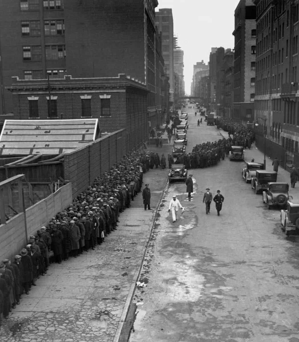 Hundreds of people line up for the free Christmas dinner at the New York Municipal Lodging House during the Great Depression December 25, 1931.