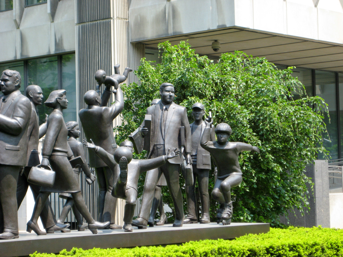 """Community"" (2001) by Kirk Newman at the Manulife Building on Bloor St., Toronto/Canada"