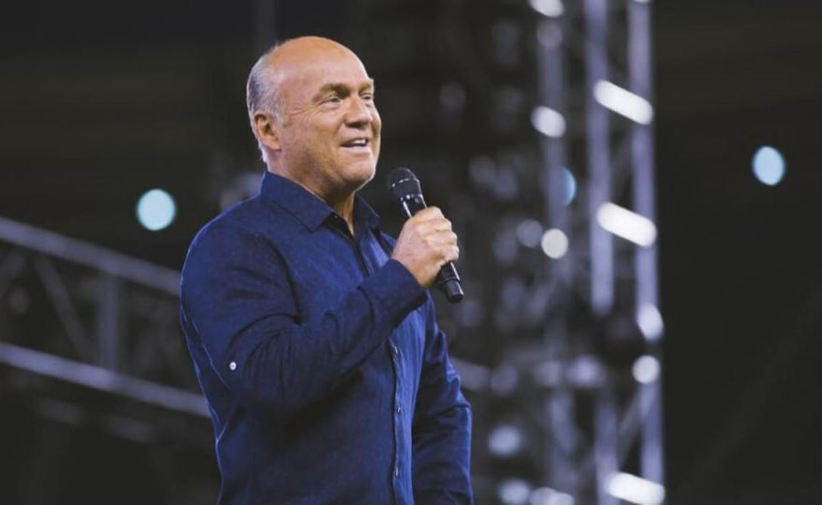 Pastor Greg Laurie Jokes From His Pulpit